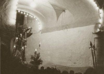 padre jesus bajo el arco. 1959